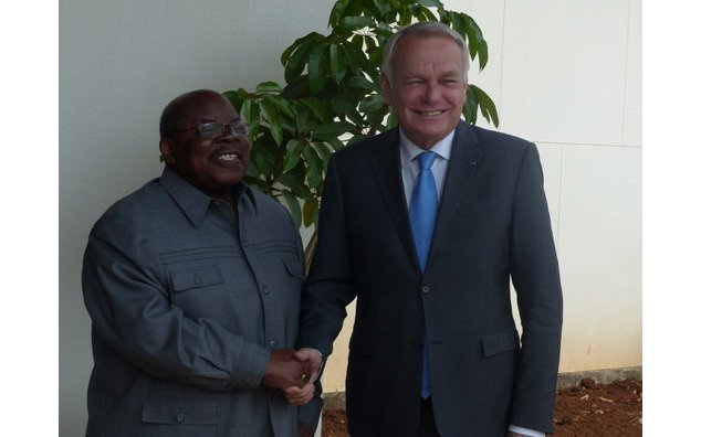 Mr. Jean-Marc Ayrault with Mr. Benjamin Mkapa, ex-President and facilitator of the inter-Burundian dialogue